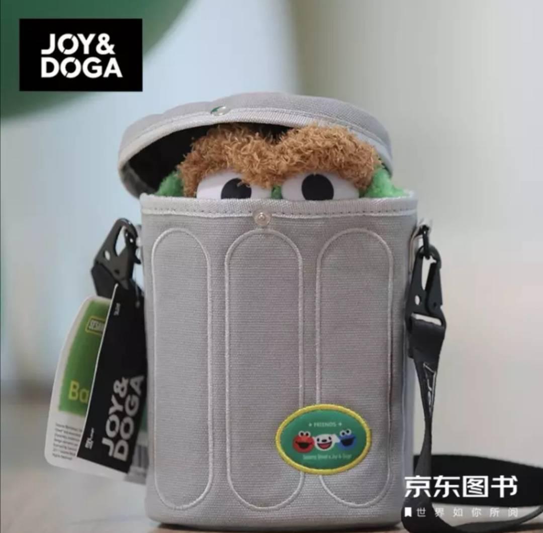 plus会员:JOY&DOGAx京东图书x芝麻街 联名随身包 - OSCAR款 限量版*3件    114.2元包邮(折合38.07元/件)