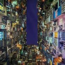 20万香港人:我还没死,就住进了棺材房......    看过香港的棺材房,我才知道自己有多幸福