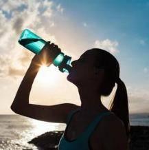痛风找上年轻人,这样喝水能预防    啊啊啊啊啊啊,真的好疼!