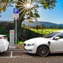 纯电动汽车真比传统燃油车环保吗?    所谓电动汽车,其实是以煤为动力的汽车。