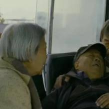 中国父母活在世上要看多少脸色?    他已经在慢慢老去,我们别再遗忘了他。